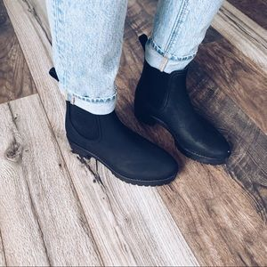 Urban Outfitters Chelsea Black Matte Boots